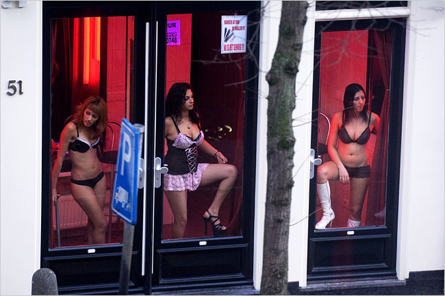 http://travellingeurope.files.wordpress.com/2009/11/amsterdamprostitutes.jpg